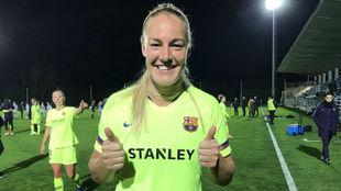 Stefanie Van der Gragt celebra su debut oficial con el Barcelona.