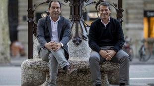Albert Costa y Galo Blanco posan en el paseo de Gracia de Barcelona