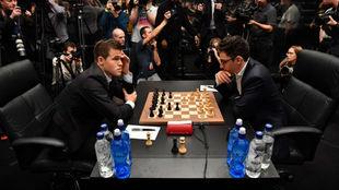 Magnus Carlsen y Fabiano Caruana en una imagen de archivo.
