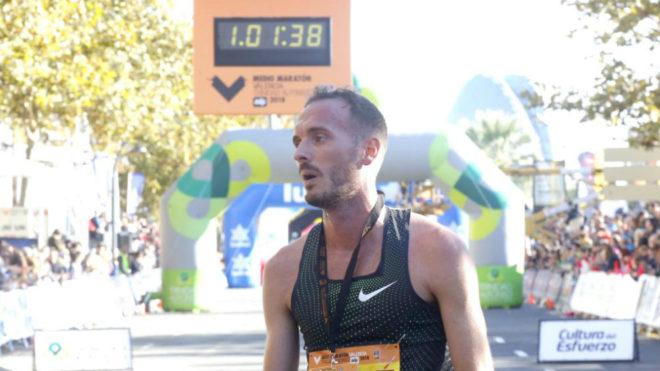 Toni Abadía tras acabar el Medio Maratón de Valencia.