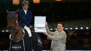 Otti Verdú recibe su segundo trofeo del evento