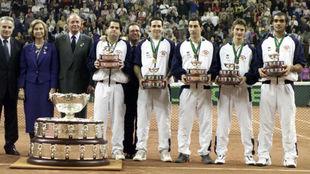 El equipo español con los Reyes de España