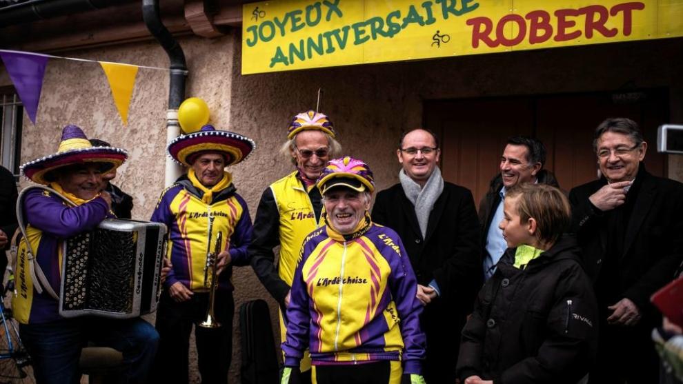 Robert Marchand celebra su 107º cumpleaños con sus compañeros del...