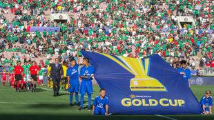 Protocolo en un partido de la Copa Oro.