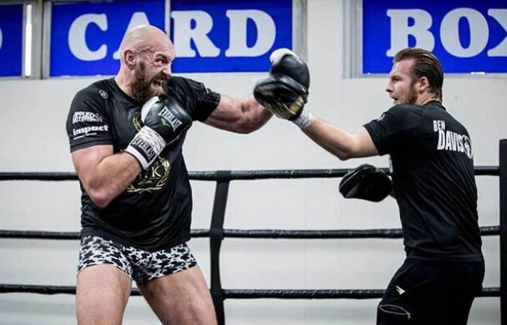 Tyson Fury entrenándose para pelear contra Deontay Wilder
