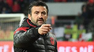 Christian Panucci, durante un partido amistoso entre Albania y Gales.