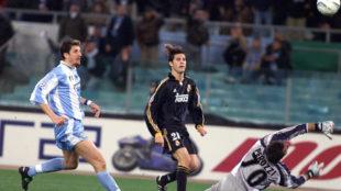 Solari bate a Peruzzi en el que era su primer gol de los siete que...