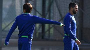 Boudebouz, junto a Inui en un entrenamiento.
