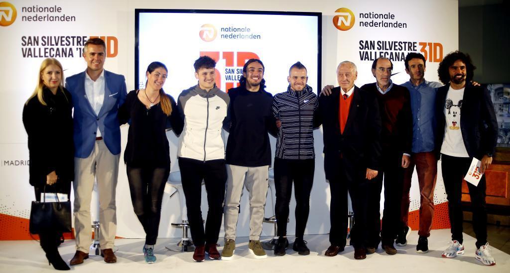 Foto de familia del acto. De izquierda a derecha, Paloma Manzaneque,...
