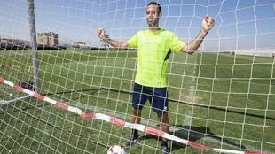 Víctor Díaz posa para MARCA en la Ciudad Deportiva rojiblanca