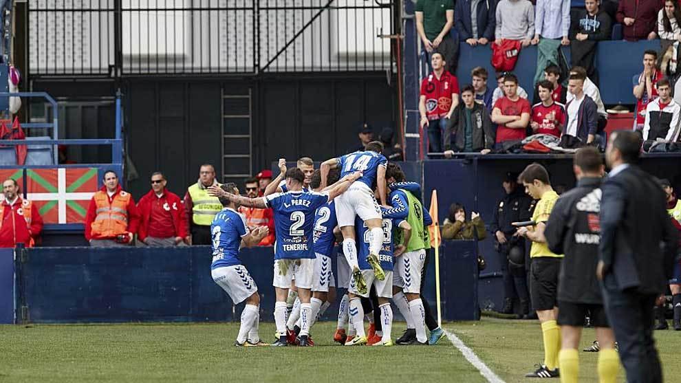 Los jugadores del Tenerife celebran su último triunfo a domicilio