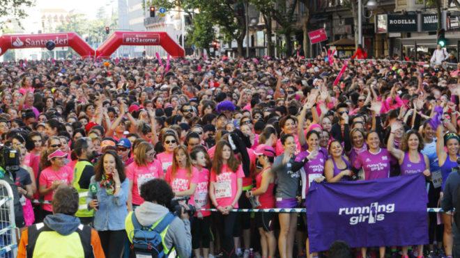 Miles de mujeres en la salida de la Carrera de la Mujer de Madrid