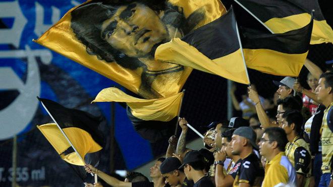 Afición de Dorados alienta a su equipo en el Estadio Banorte