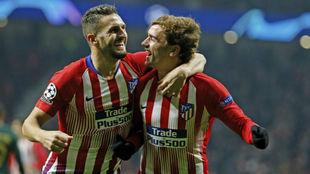 Koke y Griezmann celebran el gol ante el Mónaco.