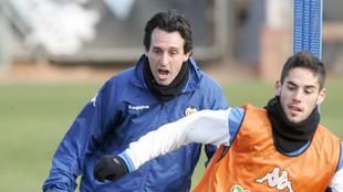 Isco y Emery, en un entrenamiento del Valencia.