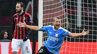 Dominik Stolz celebra su gol al Milan.