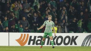 Sergio Canales celebra el gol de la victoria ante el Olympiacos.