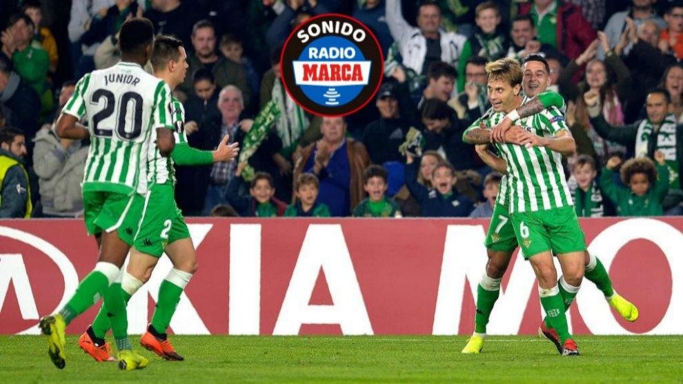 Canales celebra junto con sus compañeros el tanto de la victoria.