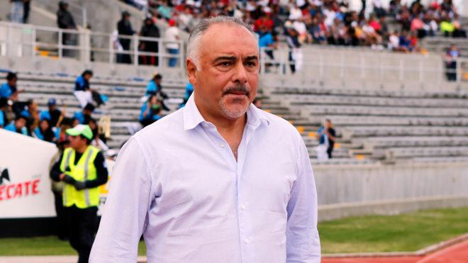 Guillermo Vázquez en un partido de la Liga MX.