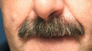 El famoso bigote de Vicente del Bosque.