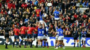 Un 'line out' durante el partido entre España y Samoa.