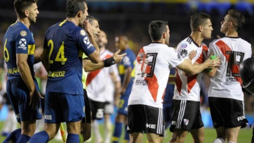 Jugadores de Boca y River en la ida de la Libertadores.