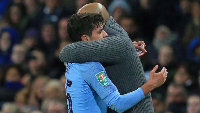 Guardiola abraza a Brahim.