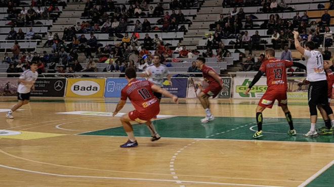 Un momento del partido entre el Huesca y el Alcobendas