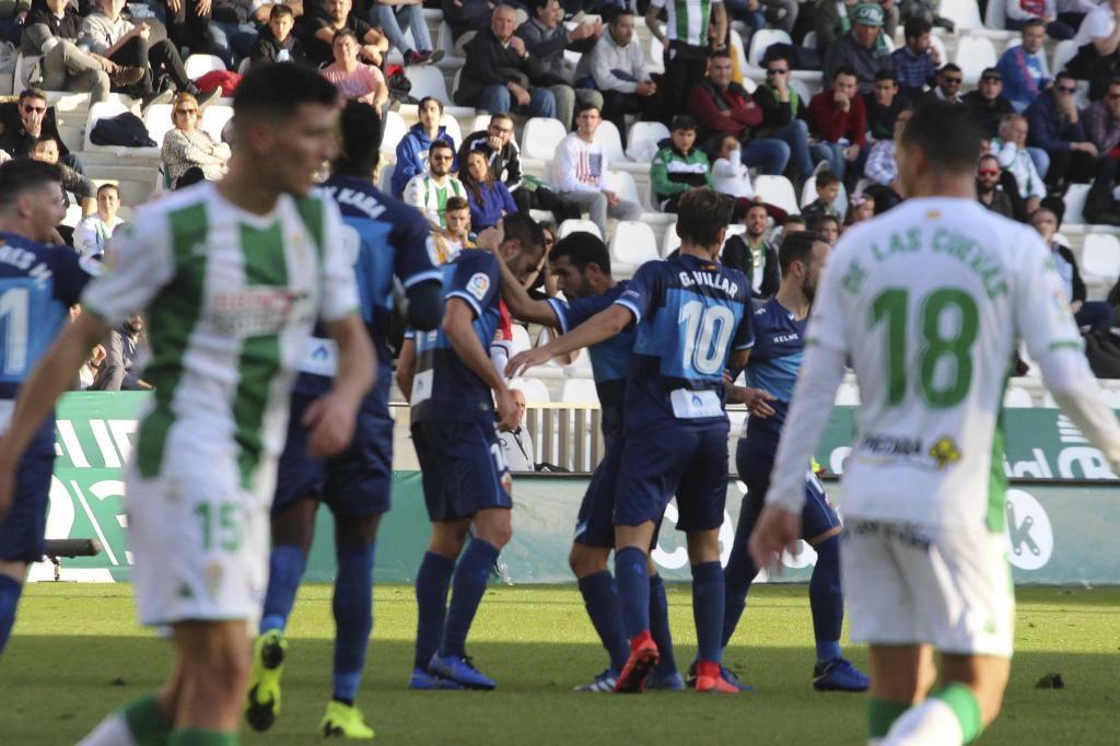 Los jugadores ilicitanos celebran el gol de Iván Sánchez