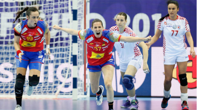 Ana Isabel Martínez celebra un gol a Croacia.