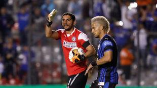 Jesús Corona y Camilo Sanvezzo.