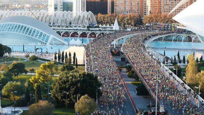 Miles de corredores, en el maratón de Valencia