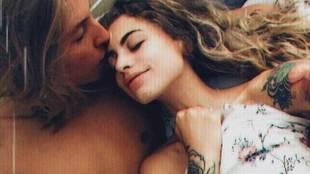 Michelle Ávila (23 años) y Christian Kent (20 años), abrazados en...