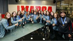 Las internacionales de la Sub'17 española brindan en la...
