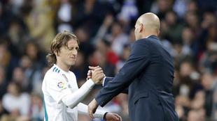 Modric y Zidane, en un partido de la temporada pasada