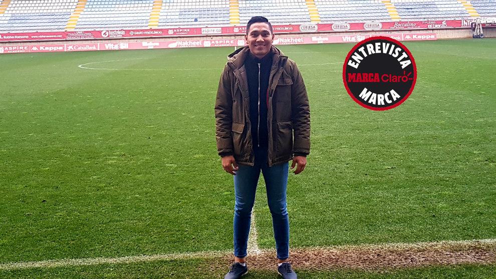 Nicho Escalante, posando para MARCA Claro en el estadio Reino de León...