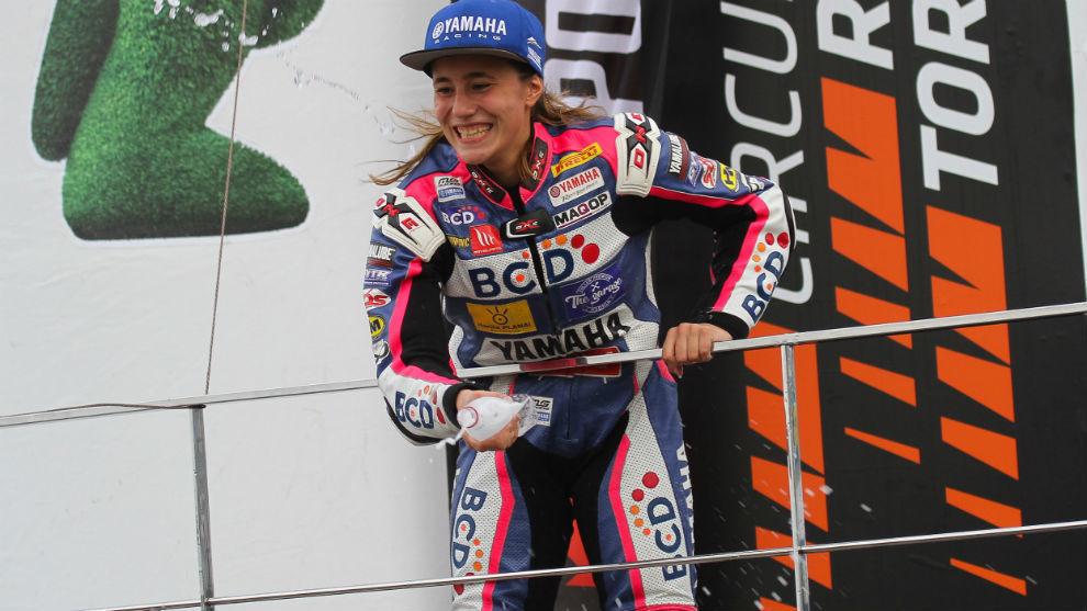 Beatriz Neila, con Yamaha en el podio.