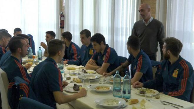 Luis Rubiales, con los jugadores de la selección de fútbol sala.