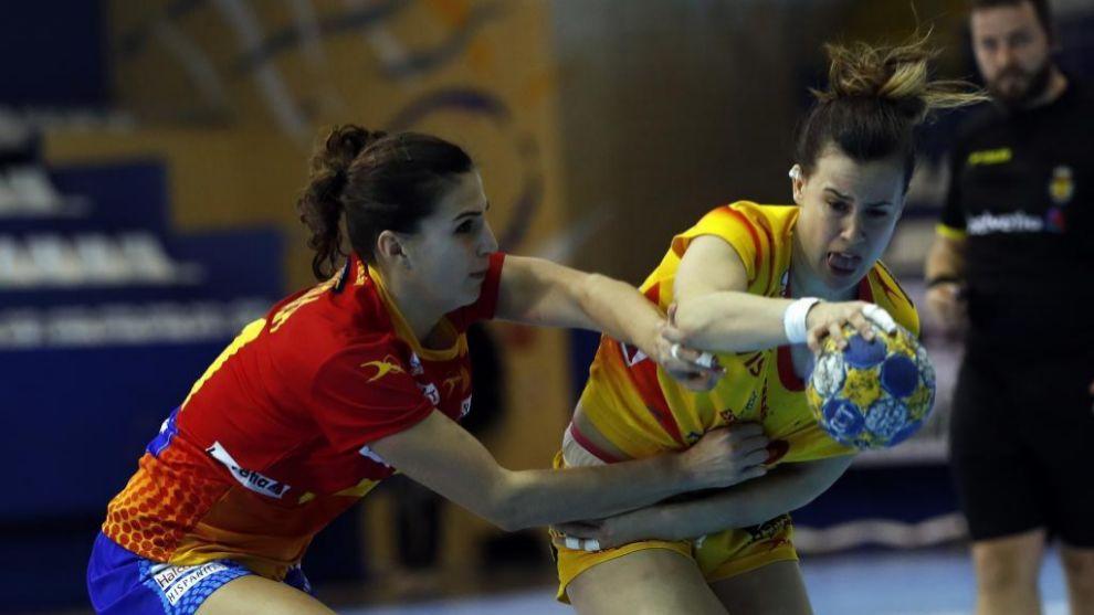 Silvia Arderius durante un partido amistoso con la selección...