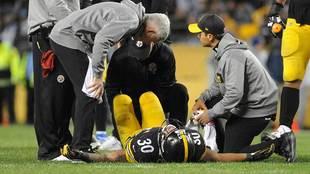 James Conner tras sufrir su lesión ante los Chargers.