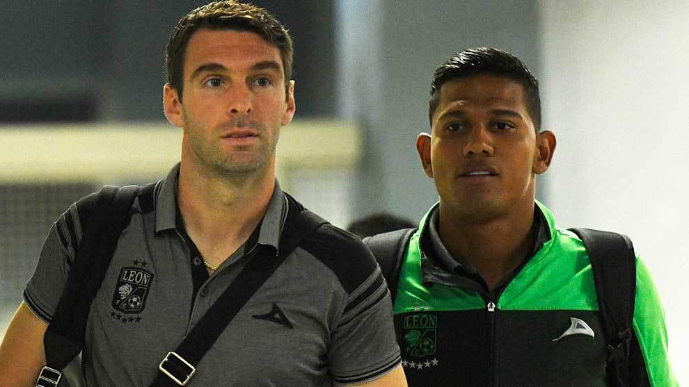 Mauro Boselli y Alexander Mejía previo a un partido del Apertura...
