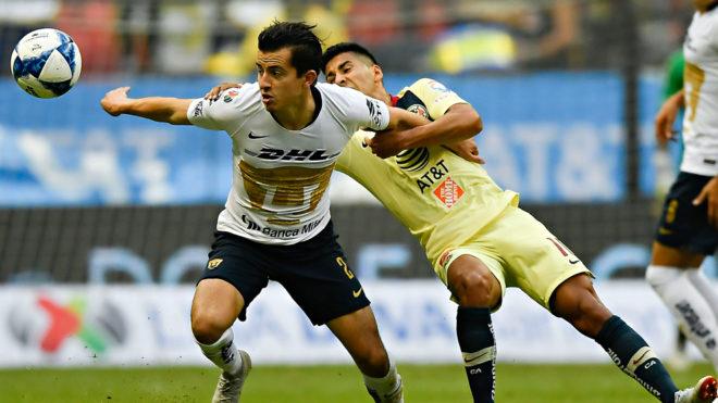 Partido entre América y Pumas en el Estadio Azteca