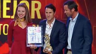 Beñat recibe el premio a mejor entrenador de la temporada