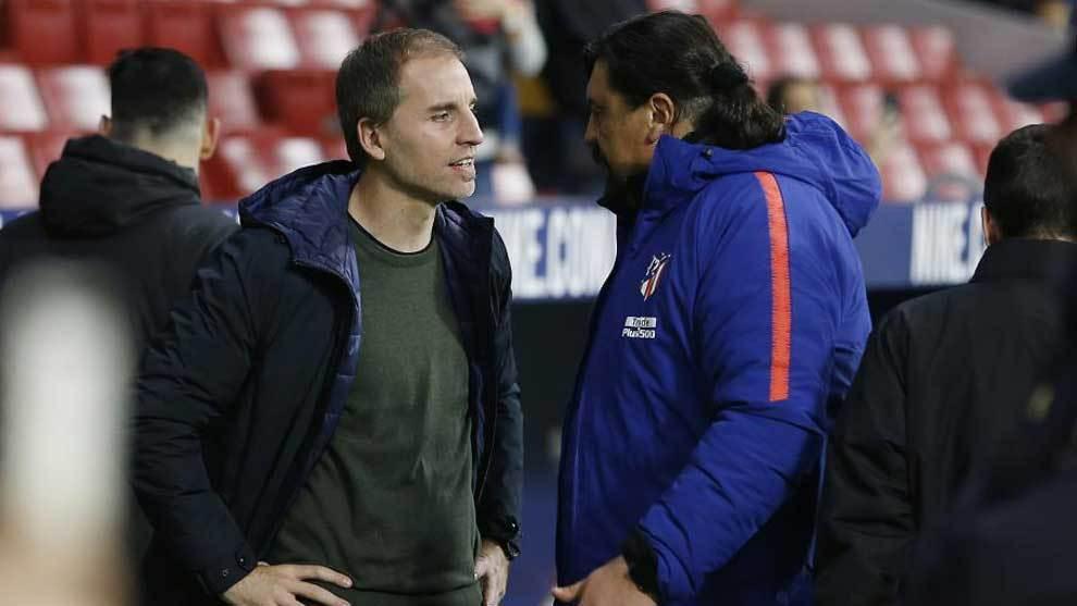 Azparren charla con el Mono Burgos.