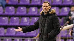 Vicente Moreno durante una acción del partido ante el Valladolid.