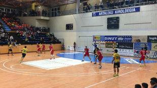 Un momento del partido entre el Bidasoa y el Alcobendas