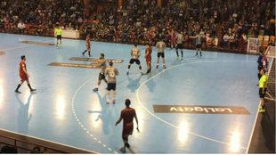 Un momento del partido entre el Ciudad Encantada y el Huesca