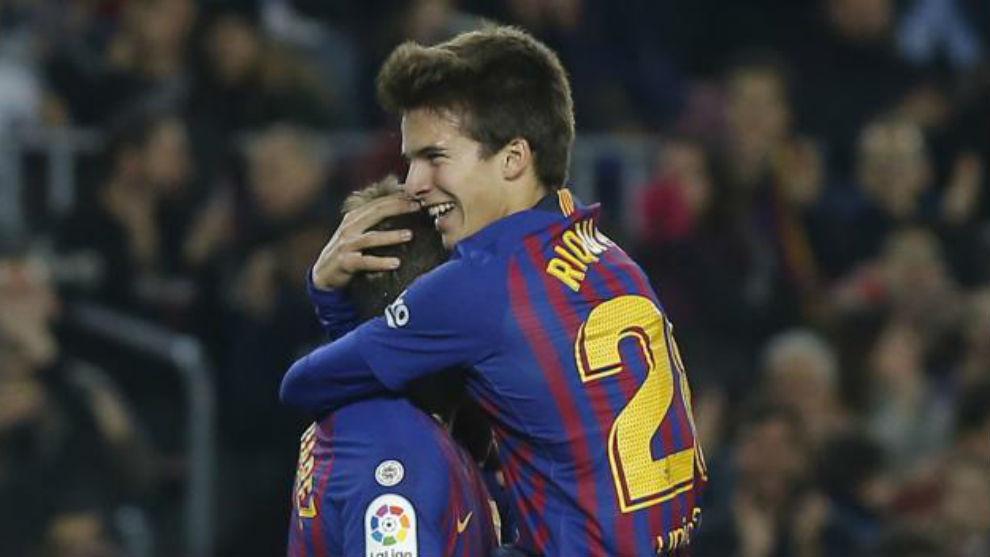 Riqui Puig celebra el gol en que dio la asistencia.