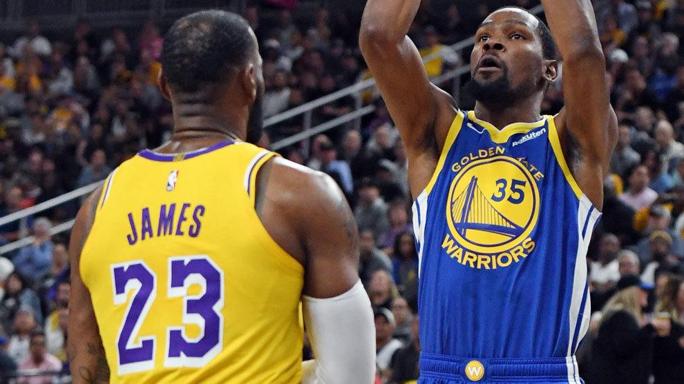 Durant lanza en presencia de LeBron