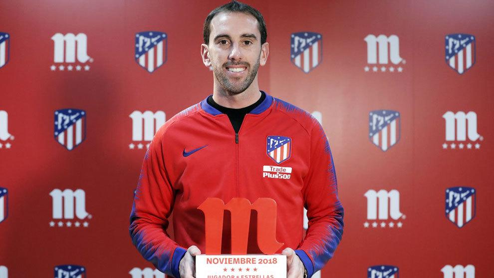 Godín fue premiado como mejor jugador del Atlético de Madrid en el...